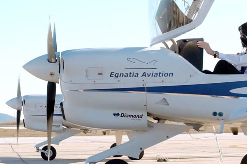 """Ανακοίνωση: Σήμερα στις 12:20μ.μ. εκπαιδευτικό αεροπλάνο της Egnatia Aviation πραγματοποίησε προσγείωση αμέσως μετά την απογείωσή του στα όρια της ζώνης ασφάλειας του διαδρόμου προσγείωσης του αεροδρόμιου Κοζάνης, συμφώνα με τις προβλεπόμενες διαδικασίες, με απόφαση του εκπαιδευόμενου πιλότου. Στο αναφερόμενα συμβάν ρουτίνας δεν υπήρξε τραυματισμός του πιλότου ή ζημιές στο αεροπλάνο, το όποιο, μετά τους προβλεπόμενους ελέγχους που έχουν ολοκληρωθεί, προγραμματίζεται για πτήση αύριο. Δεν υπήρξε """"πτώση"""" ή """"ατύχημα"""" όπως εσφαλμένα και τουλάχιστον βεβιασμένα αναφέρεται. Οι πληροφορίες αυτές γνωστοποιούνται με στόχο την μεγαλύτερη δυνατή ενημέρωση του κοινού, στο πλαίσιο της ανοιχτής επικοινωνίας που η εταιρεία πάντα επιδιώκει. Με εκτίμηση, Εκ μέρους του Γραφείου Tύπου της Egnatia Aviation"""