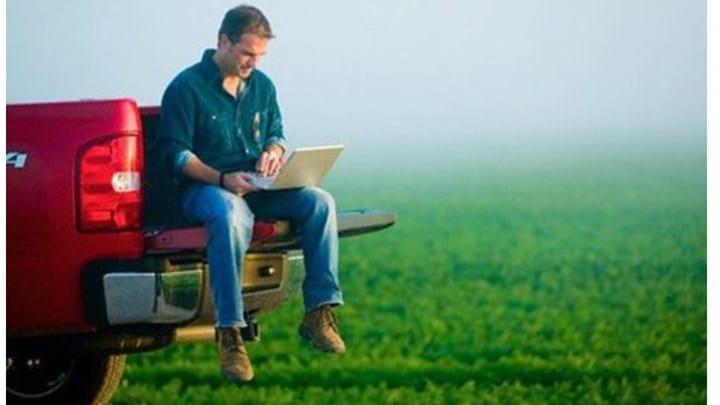 """Με ένα """"κλικ"""" η βεβαίωση επαγγελματία αγρότη - Τι πρέπει να γνωρίζετε"""