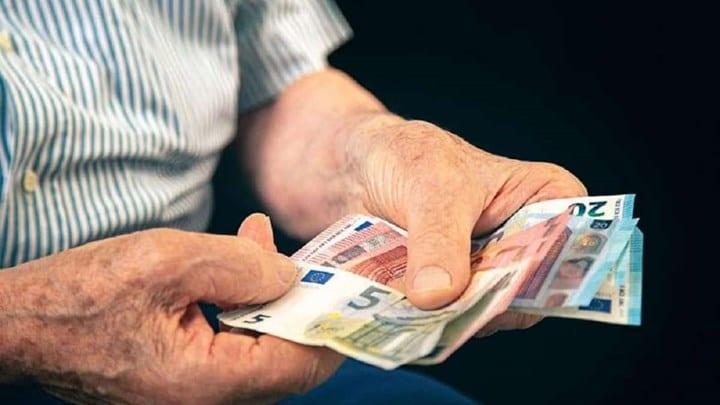 Συντάξεις: Οι ημερομηνίες πληρωμής για επικουρικές και αναδρομικά