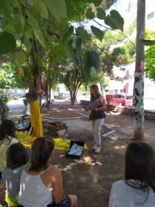 Η Χαριστική Βιβλιοθήκη Πτολεμαΐδας σκορπίζει ιστορίες στα πάρκα της πόλης. 4