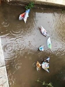 Πτολεμαΐδα: Η Δημοτική βιβλιοθήκη με γόνδολες και βάρκες (φωτο)