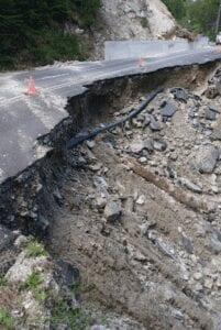 «Αυτοψία στο περιφερειακό οδικό δίκτυο του Δήμου Βελβεντού, σε σημεία όπου εκδηλώθηκαν έντονα καιρικά φαινόμενα»