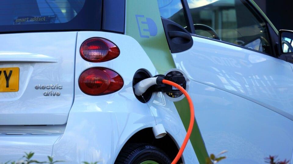 Ξεκινούν οι αιτήσεις για επιδότηση ηλεκτρικού οχήματος -Οι ημερομηνίες και τα ποσά αναλυτικά
