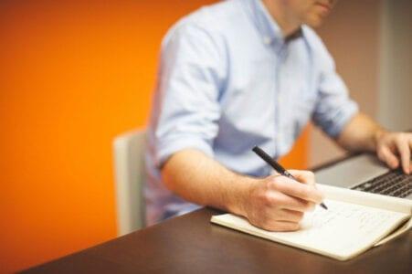 Κορονοϊός: Νέα μέτρα για εργαζόμενους και ανέργους - Τι ισχύει για αναστολές και τηλεργασία