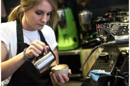 Ζητείται μπαρίστα για καφέ στην Πτολεμαΐδα