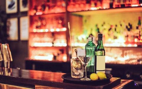 Τέλος το ποτό στα όρθια – Μετρημένοι οι καλεσμένοι στους γάμους