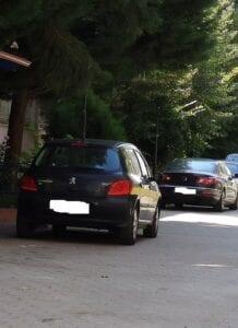 Αντιδήμαρχος παρκάρει παράνομα σε πεζόδρομο (φωτό)