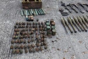 Μεγάλες ποσότητες πολεμικού υλικού βρέθηκαν θαμμένες σε χώρο αποθήκευσης, σε περιοχή της Καστοριάς, από αστυνομικούς της Υποδιεύθυνσης Ασφάλειας Καστοριάς 7