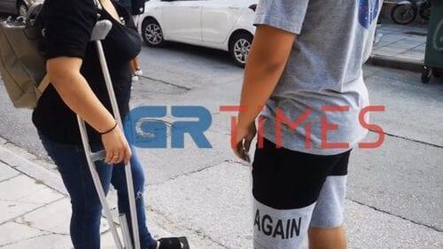 Θεσσαλονίκη: Μητέρα μάλωσε με τον γιο της έξω από το σχολείο για να μη φορέσει μάσκα - ΒΙΝΤΕΟ