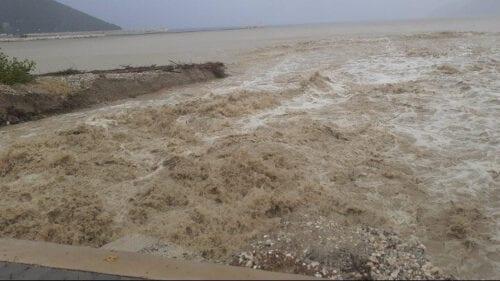 """Επέλαση του """"Ιανού"""": Δύο νεκροί στη Θεσσαλία - Καταστροφές σε σπίτια και υποδομές - ΦΩΤΟ - ΒΙΝΤΕΟ"""