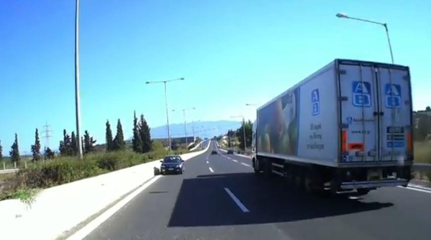 Θράσος: Οδηγούσε ανάποδα στην Εθνική και ζήτησε από ΚΤΕΛ να κάνει στην άκρη για να περάσει! (βίντεο)