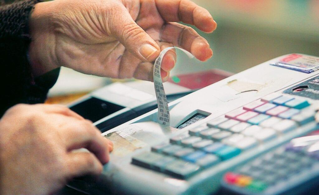 ΦΠΑ: Ενεργοποιείται από σήμερα το πακέτο των μειώσεων – Τι ισχύει και για ποια προϊόντα και υπηρεσίες
