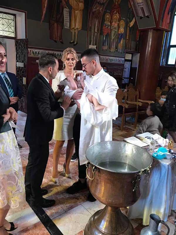 Βαφτίστηκε ο γιος του Φώτη Ζυγούρη -Νονός ο γιος του Θόδωρου Καρυπίδη