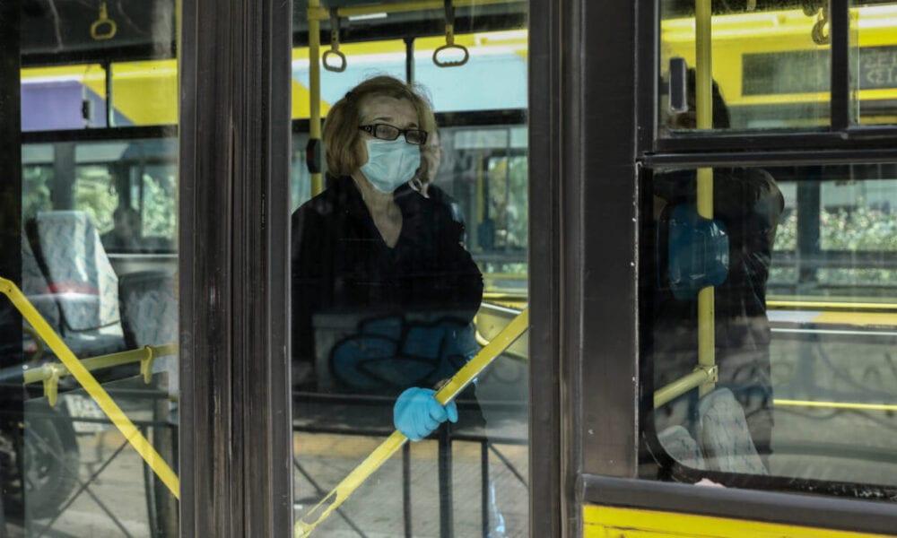 Ήρθαν στα χέρια μέσα στο λεωφορείο για μια μάσκα
