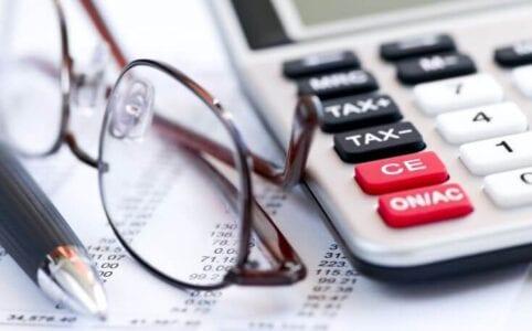 Εφορία: Μειωμένοι έως 60% οι φόροι για τους ελεύθερους επαγγελματίες το 2021