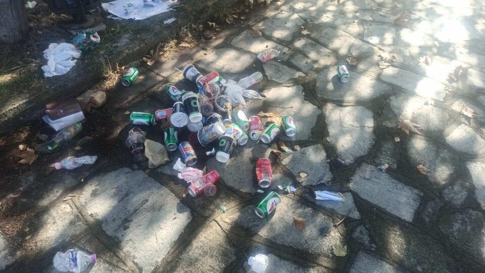 eordaialive.com: Γεμάτο σκουπίδια το πάρκου του Πνευματικού Κέντρου Πτολεμαΐδας (φωτογραφίες)