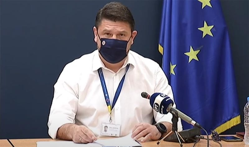 Ζωντανή εικόνα από το υπουργείο Υγείας, όπου Νίκος Χαρδαλιάς και Σωτήρης Τσιόδρας ενημερώνουν ζωντανά για το πώς κινείται ο κορονοϊός στην Ελλάδα. Ο