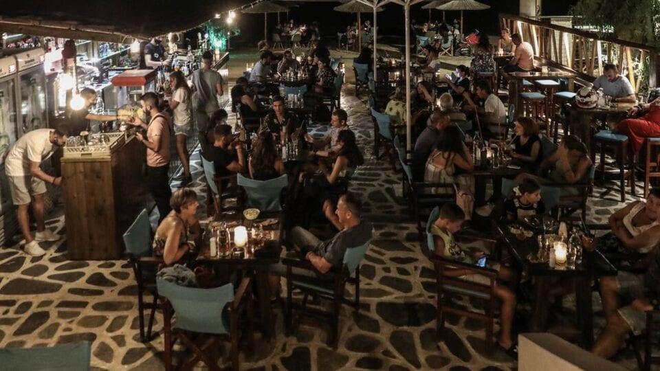 Κορωνοϊός: Τι ώρα θα κλείνουν μπαρ και εστιατόρια ανάλογα με το επιδημιολογικό φορτίο