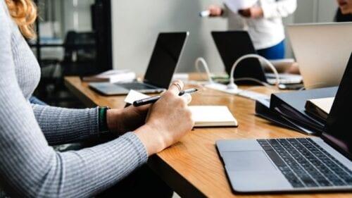 Επιδότηση έως 50.000 ευρώ μέσω ΕΣΠΑ σε μικρές επιχειρήσεις – Ποιοι την δικαιούνται