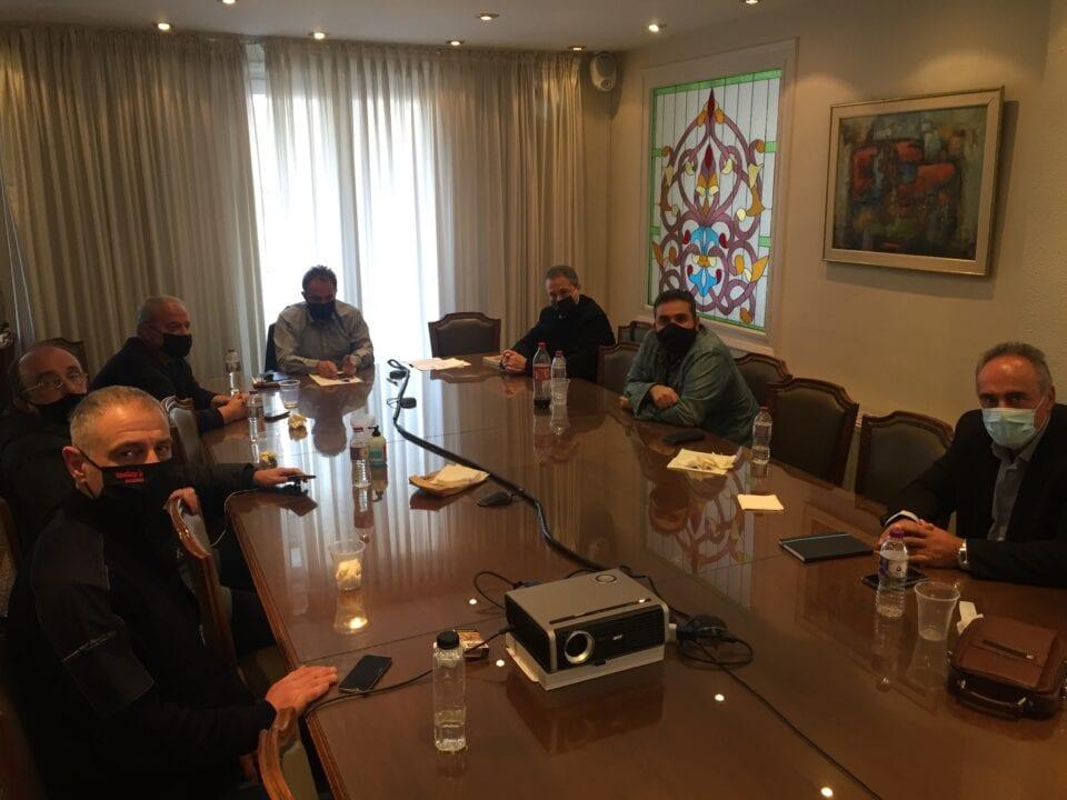 Το Επιμελητήριο Κοζάνης και οι Εκπρόσωποι των Εμπορικών, Επαγγελματο-βιοτεχνικών Οργανώσεων Κοζάνης προχώρησαν στην εξειδίκευση των προτάσεων που θα υποβάλλουν στο Δήμο Κοζάνης για τη στήριξή τους μετά την ένταξη της Π.Ε. Κοζάνης στο επίπεδο 4 «Αυξημένου Κινδύνου».