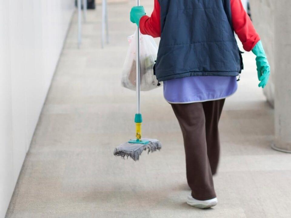 Έρχονται νέες προσλήψεις καθαριστριών στα σχολεία -Αλλαγές & για σχολικά κυλικεία (τροπολογία)
