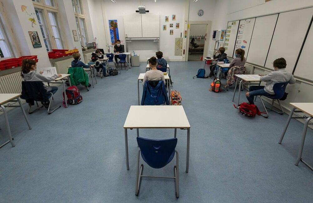Κορωνοϊός – σχολεία: Το πιο ασφαλές σημείο προφύλαξης για τους μαθητές στην τάξη