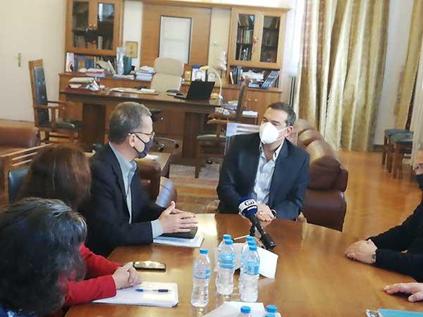 Ο Αλέξης Τσίπρας έφτασε στην Κοζάνη-Ξεκίνησε η σύσκεψη με τους πέντε δημάρχους της Π.Ε.