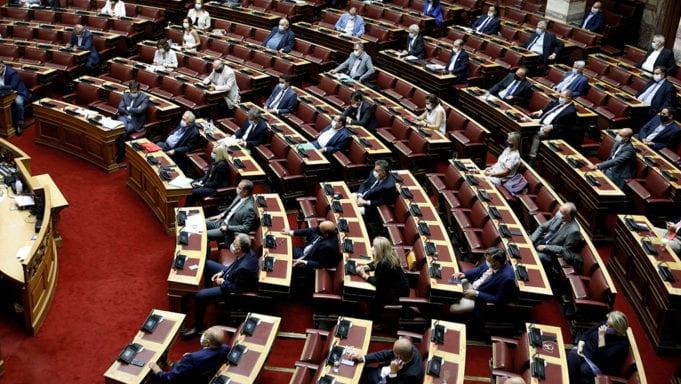 Ολοκληρώνεται στη Βουλή η συζήτηση για την πρόταση δυσπιστίας (video)
