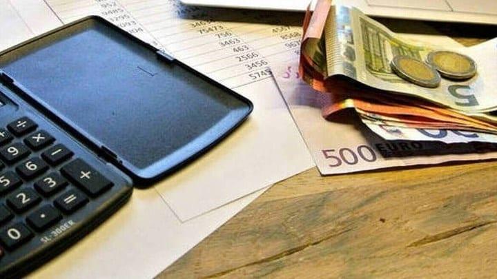 Εισφορές: Μειώνονται από 1η Ιανουαρίου κατά τρεις μονάδες - Όσα προβλέπει το νομοσχέδιο