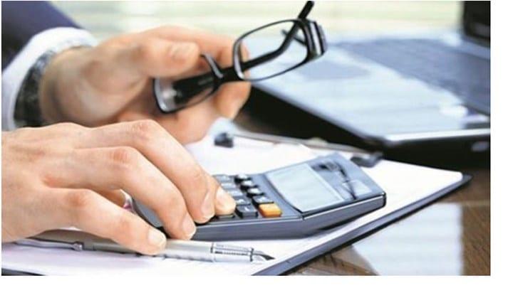 Αντίστροφα μετρά ο χρόνος για την πληρωμή των συντάξεων του Δεκεμβρίου του 2020. Αναλυτικά: Οι κύριες και οι επικουρικές συντάξεων μηνός Δεκεμβρίου 2020 που προέρχονται: - από το τ. ΙΚΑ-ΕΤΑΜ, τις τράπεζες και τον ΟΤΕ και ο ΑΜΚΑ τους λήγει σε 1, 3, 5, 7, 9, θα καταβληθούν την Τρίτη, 24 Νοεμβρίου 2020. - από το τ. ΙΚΑ-ΕΤΑΜ, τις τράπεζες και τον ΟΤΕ και ο ΑΜΚΑ τους λήγει σε 0, 2, 4, 6, 8, θα καταβληθούν την Τετάρτη, 25 Νοεμβρίου 2020. - από τους τέως ΟΑΕΕ, ΟΓΑ και ΕΤΑΑ, θα καταβληθούν την Πέμπτη, 26 Νοεμβρίου 2020. - από το Δημόσιο, τ. ΝΑΤ, τ. ΕΤΑΤ, τ. ΕΤΑΠ-ΜΜΕ και ΔΕΗ, θα καταβληθούν την Παρασκευή, 27 Νοεμβρίου 2020. Υπενθυμίζεται ότι οι επικουρικές πληρώνονται πλέον τις ίδιες ημερομηνίες με τις κύριες συντάξεις.