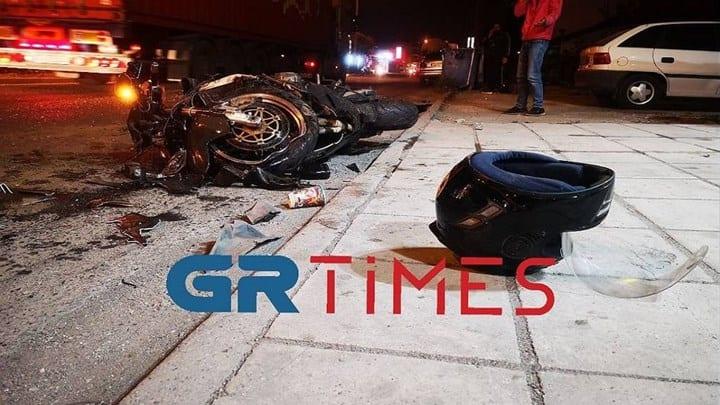 """Θεσσαλονίκη: Τρομακτικό τροχαίο στα Διαβατά - Η μοτοσικλέτα έγινε """"μπάλα φωτιάς"""" - ΒΙΝΤΕΟ"""