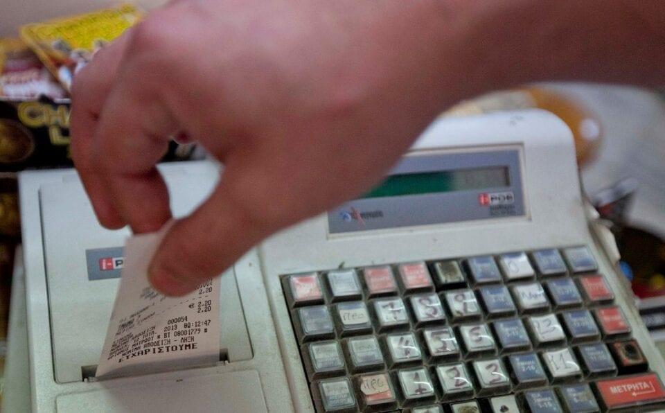 Αυτοί είναι οι φορολογούμενοι που γλιτώνουν από τις ηλεκτρονικές αποδείξεις