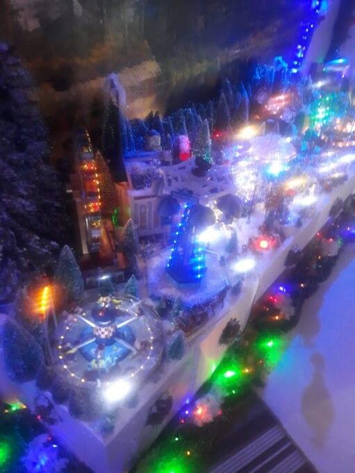 Πτολεμαΐδα: Το λούνα παρκ των Χριστουγέννων με τα πενήντα χιλιάδες λαμπιόνια!