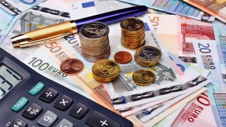 Μείωση εισφορών: Τι αλλαγές θα δουν στην τσέπη τους εργαζόμενοι και εργοδότες - Παραδείγματα και πίνακες