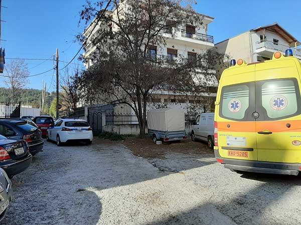 Μεγάλη αστυνομική επιχείρηση για τη διάσωση 49χρονου άντρα στην Κοζάνη – Απειλούσε ότι θα πέσει από το μπαλκόνι 13