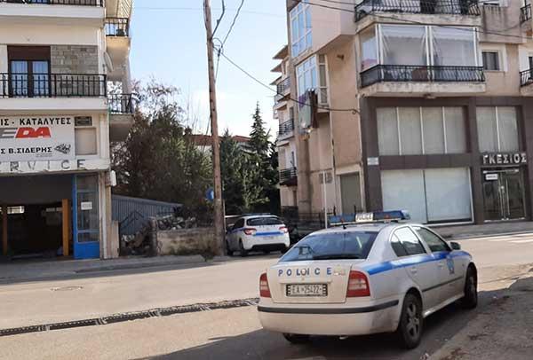Μεγάλη αστυνομική επιχείρηση για τη διάσωση 49χρονου άντρα στην Κοζάνη – Απειλούσε ότι θα πέσει από το μπαλκόνι 14
