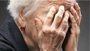 Κόβουν από 76χρονη νεφροπαθή τη σύνταξη του ΟΓΑ για… 2 ευρώ