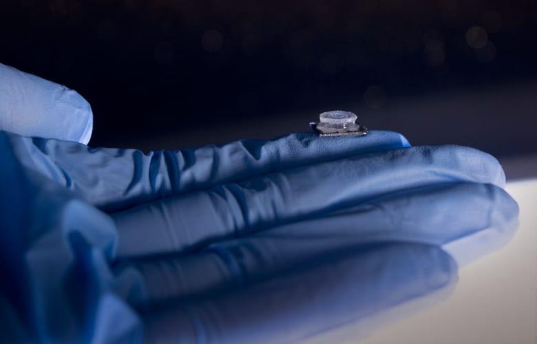 Μικροσυσκευή σε μέγεθος νυχιού ανιχνεύει τον κορονοϊό