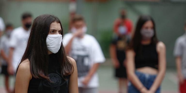 Γ. Παυλάκης: Υπαρκτό το ενδεχόμενο 4ου κύματος από τον Σεπτέμβριο – Μην πετάξετε τις μάσκες