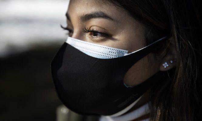 κορονοϊός: δείτε ποιες αλλαγές εξετάζονται για τη χρήση της μάσκας σε δημόσιους χώρους και μέσα μεταφοράς