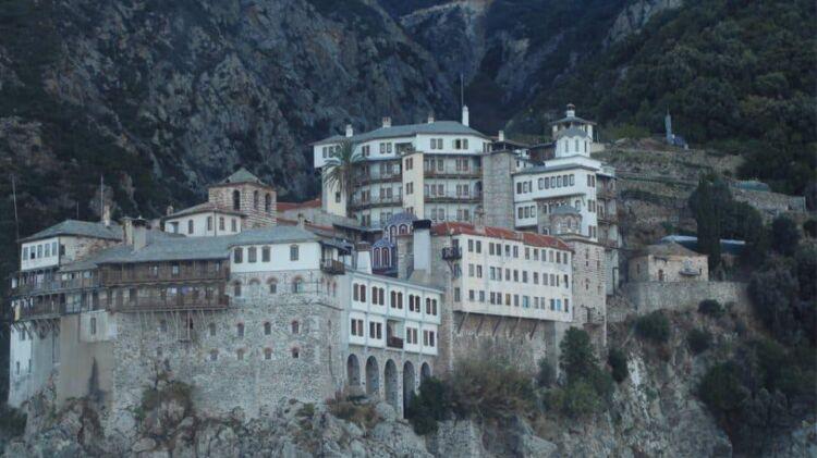 Άγιον Όρος: Εντοπίστηκαν πάνω από 20 κρούσματα κορωνοϊού