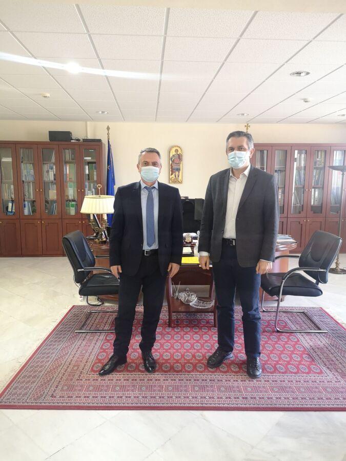 Να λειτουργήσει άμεσα το Πνευμονολογικό Τμήμα στο Μαμάτσειο Γ.Ν. Κοζάνης και το Ογκολογικό Τμήμα στο Μποδοσάκειο Γ.Ν. Πτολεμαΐδας, ζήτησε ο Περιφερειάρχης Δυτικής Μακεδονίας Γιώργος Κασαπίδης, από το Διοικητή της 3ης Υγειονομικής Περιφέρειας Ελλάδος Παναγιώτη Μπογιατζίδη.