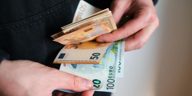 Ποιοι αναμένεται να πάρουν μεγαλύτερη επιστροφή φόρου το 2021