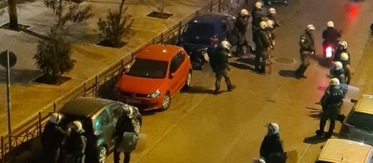 Βίντεο-σοκ: Δυνάμεις ασφαλείας βρίζουν τα Θεία και σπάνε φανάρι παρκαρισμένου αυτοκινήτου στην Πανόρμου!