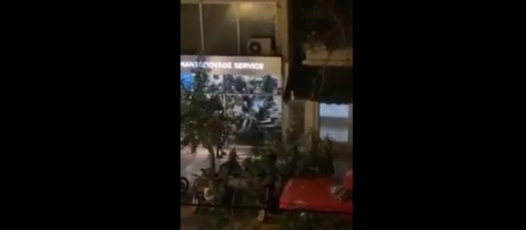Η κυβέρνηση βύθισε στο χάος τη χώρα: Δυνάμεις ασφαλείας εισβάλουν σε κατάστημα και ξυλοκοπούν πολίτες! - Δείτε βίντεο