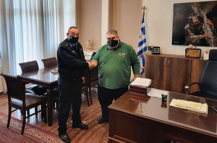 Τον Δήμαρχο Εορδαίας Παναγιώτη Πλακεντά επισκέφθηκε ο Διοικητής της Περιφερειακής Πυροσβεστικής Διοίκησης Δυτικής Μακεδονίας Αρχιπύραρχος Σωτήριος Κορέλας.