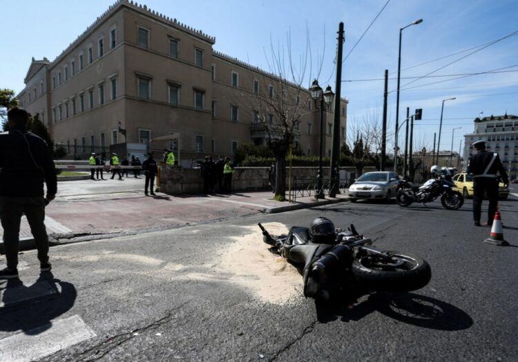 Τροχαίο στη Βουλή: «Μίλησαν» οι κάμερες -Το όχημα ασφαλείας Μπακογιάννη πέρασε με κόκκινο