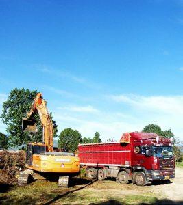 Εργασίες αποκατάστασης στο χώρο του πρώην στρατοπέδου, στο 3ο χλμ Πτολεμαΐδας - Ασβεστόπετρας, από τα συνεργεία του Δήμου Εορδαίας