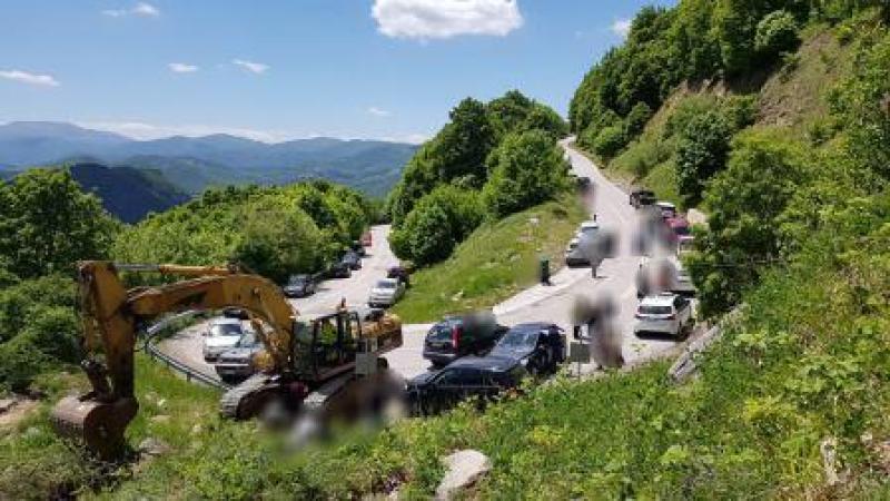 Oι κάτοικοι του Νυμφαίου σταμάτησαν σκαπτικά μηχανήματα εταιρείας για την τοποθέτηση ανεμογεννητριών