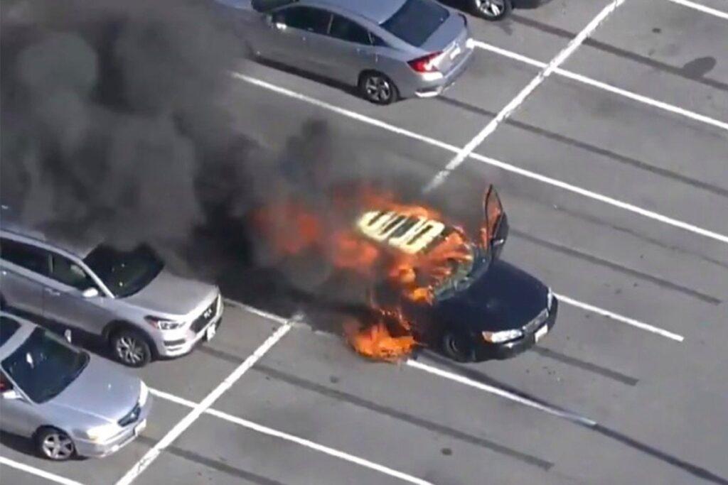 ΗΠΑ: Έβαλε αντισηπτικό χεριών ενώ οδηγούσε και πήρε φωτιά το αυτοκίνητο (βίντεο)